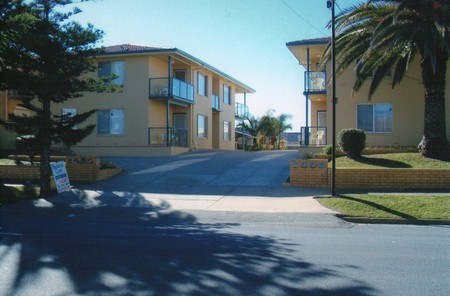 AA Madalena Court Holiday Apartments - Surfers Gold Coast