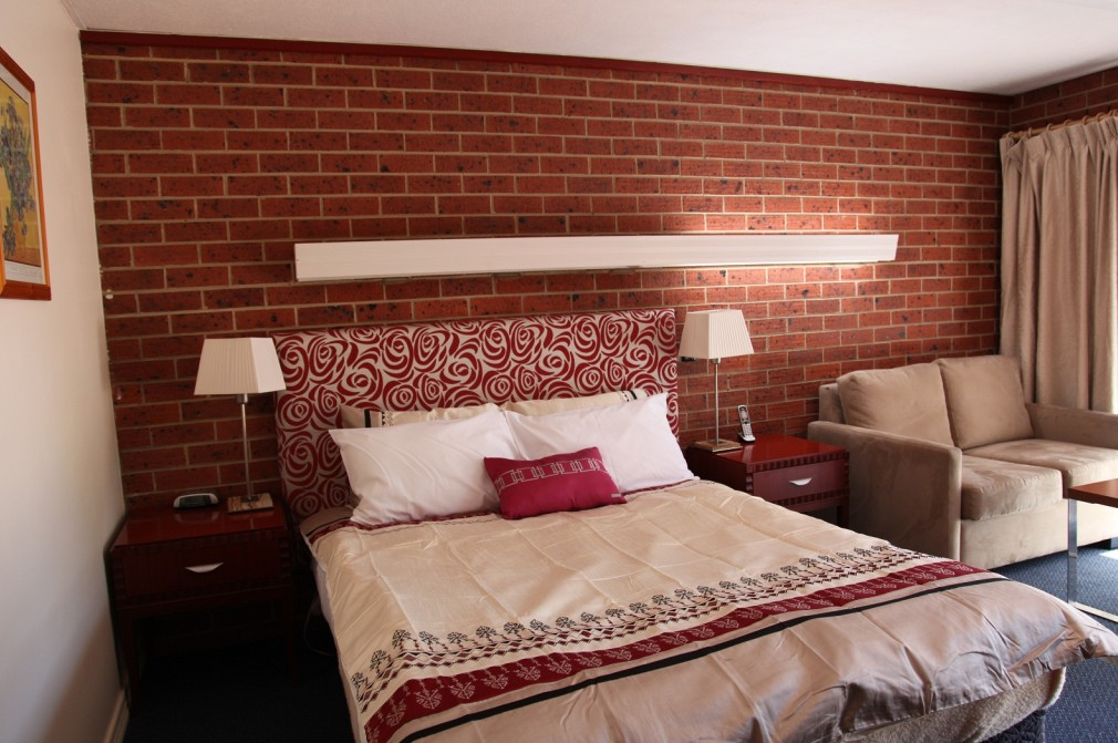 Carnegie Motor Inn and Serviced Apartments - Surfers Paradise Gold Coast