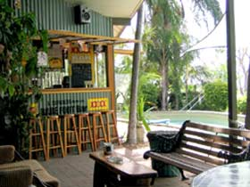 Backpackers By The Bay - Surfers Gold Coast
