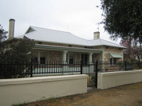 Naracoorte Cottages - MacDonnell House - Surfers Gold Coast