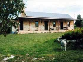Mt Dutton Bay Woolshed Heritage Cottage - Surfers Gold Coast