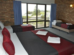 Kangaroo Island Seaside Inn - Surfers Paradise Gold Coast