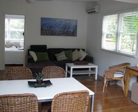Seaside Cottage - Surfers Gold Coast