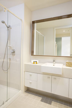 Melbourne Short Stay Apartments on Whiteman - Surfers Gold Coast