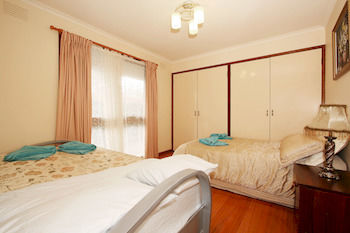 40 Thames Holiday Unit - Surfers Gold Coast