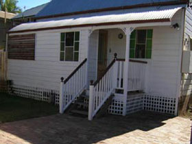 A Pine Cottage - Surfers Gold Coast