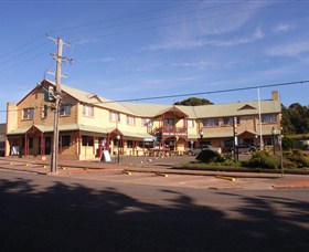 Parer's King Island Hotel - Surfers Gold Coast