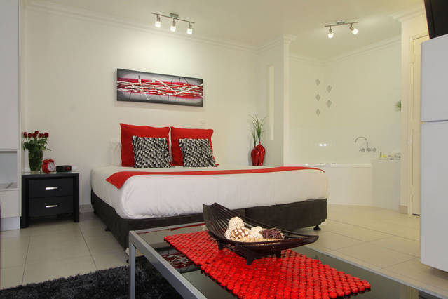 Charm City Motel - Surfers Gold Coast