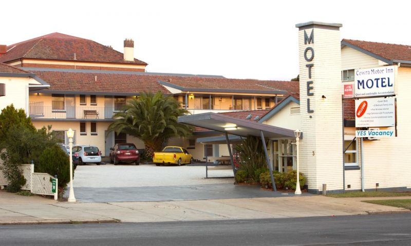 Cowra Motor Inn - Surfers Gold Coast