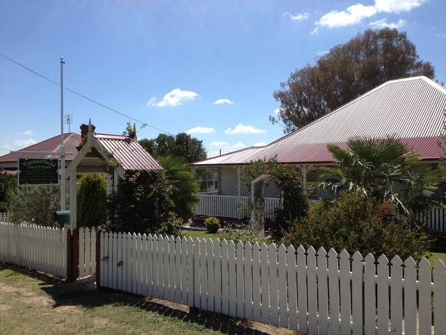 Tenterfield Luxury Historic c1895 Cottage - Surfers Paradise Gold Coast