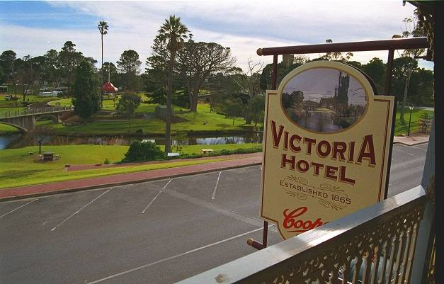 Victoria Hotel - Surfers Gold Coast