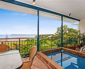 Beach View Holiday Villa - Surfers Paradise Gold Coast