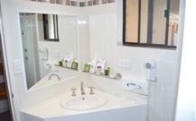 Hilltops Retreat Motor Inn - Young - Surfers Paradise Gold Coast