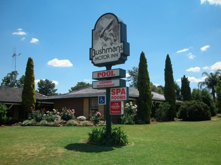 Bushmans Motor Inn - Surfers Gold Coast