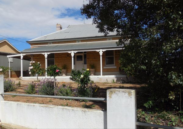 Book Keepers Cottage Waikerie - Surfers Paradise Gold Coast