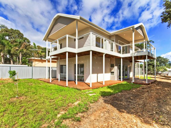 Century 21 Southcoast White Cedars - Surfers Gold Coast