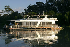 Whitewater Houseboat - Surfers Gold Coast