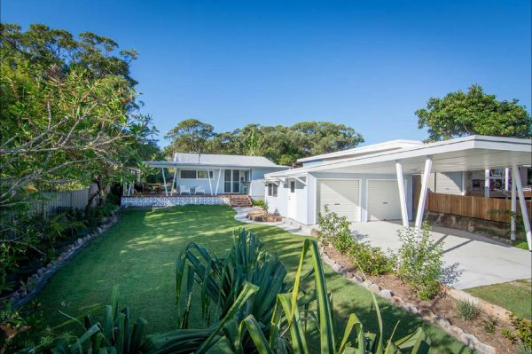 Back Beach Bungalow - Surfers Paradise Gold Coast