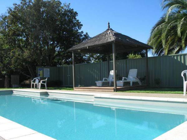 Golden Chain Wine Village Motor Inn - Surfers Gold Coast