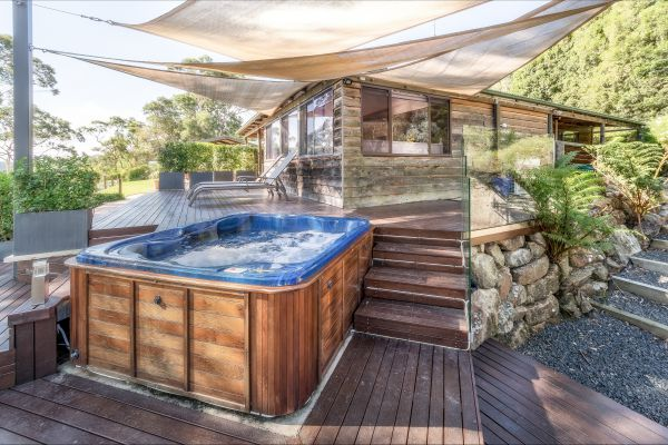 Coach House Hill Cottage - Surfers Gold Coast