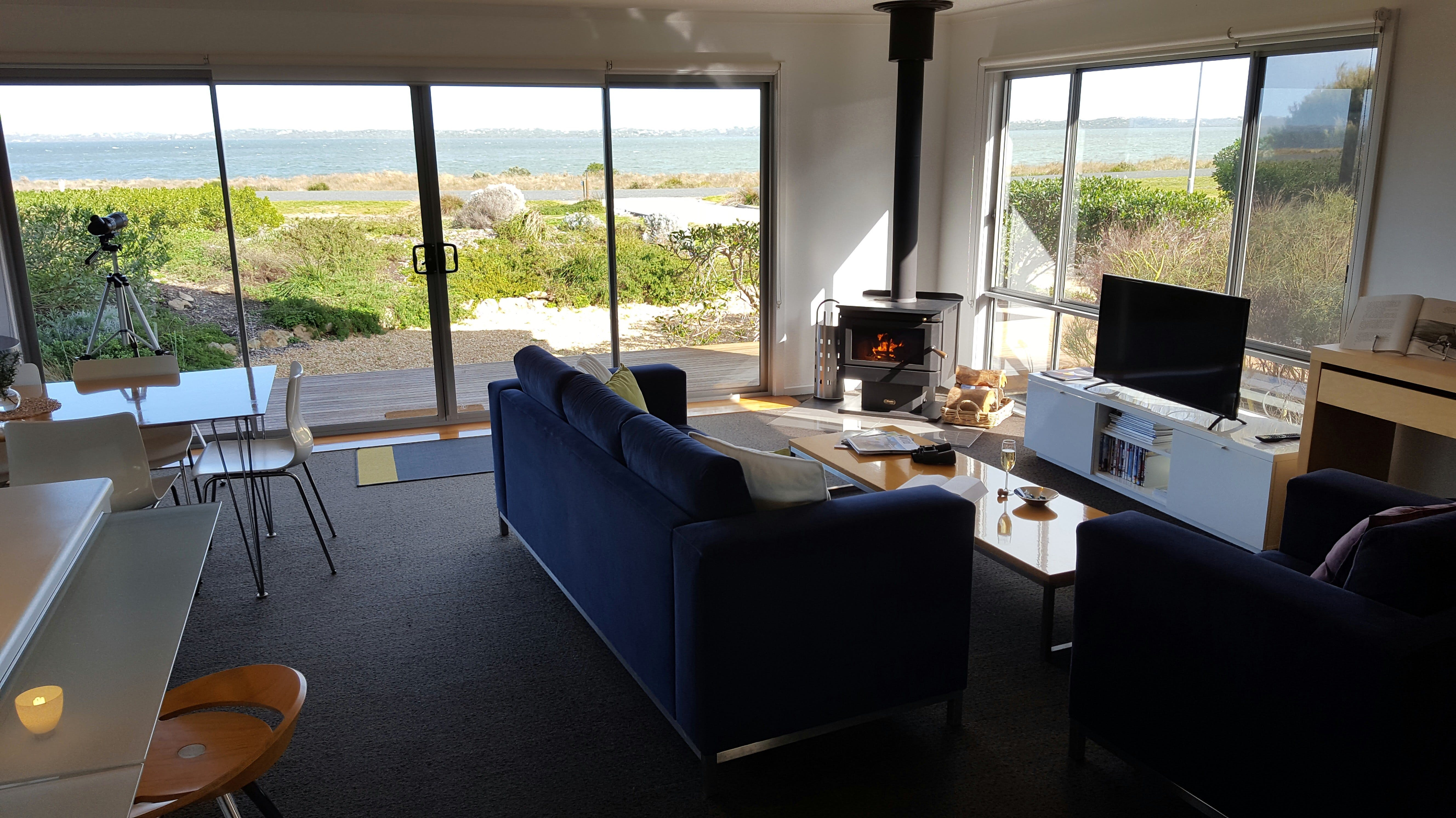 Coorong Waterfront Retreat - Surfers Gold Coast