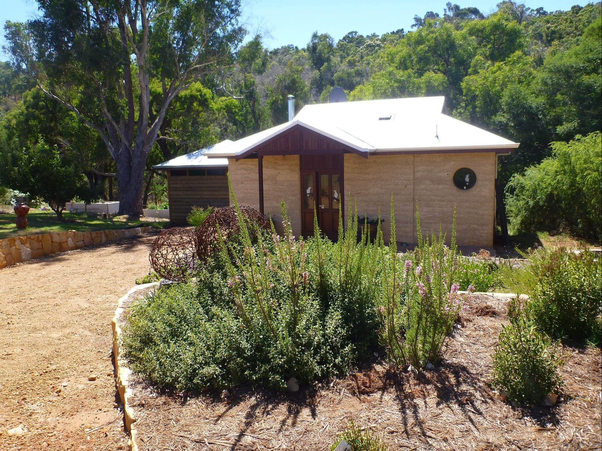 Jalbrook  Estate-  CottagesAlpacasGallery  Function Centre - Surfers Gold Coast