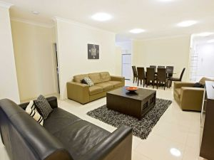 Astina Central Apartments - Surfers Gold Coast