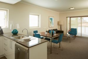 Baileys Serviced Apartments - Surfers Gold Coast