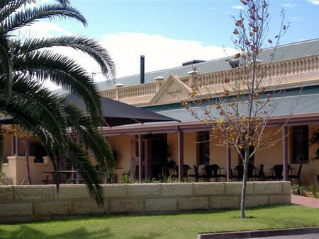 Dongara Hotel Motel - Surfers Gold Coast
