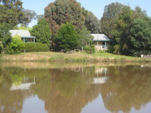 Athlone Country Cottages - Surfers Gold Coast