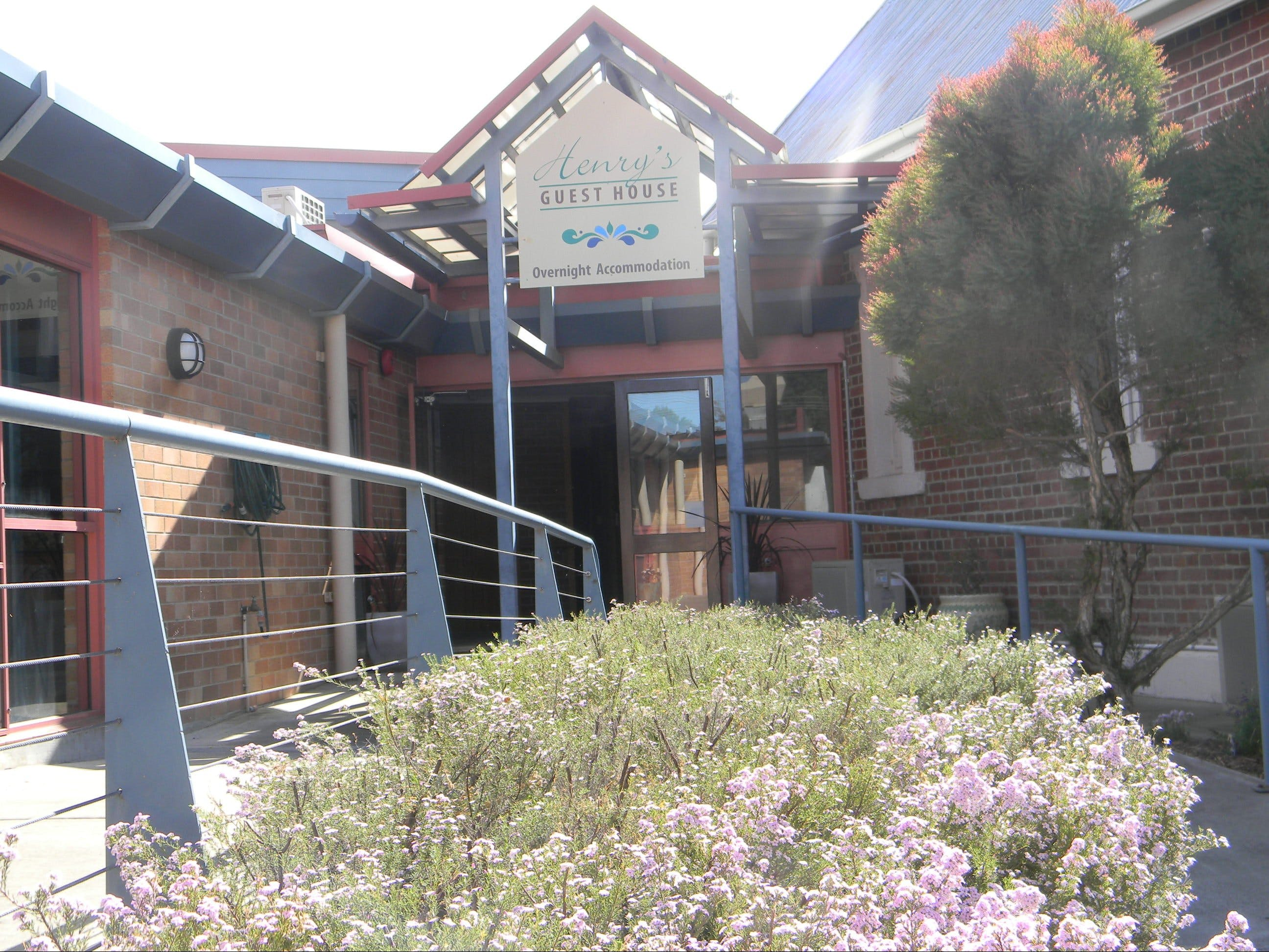 Henry's Quirindi Quality Accommodation - Surfers Gold Coast