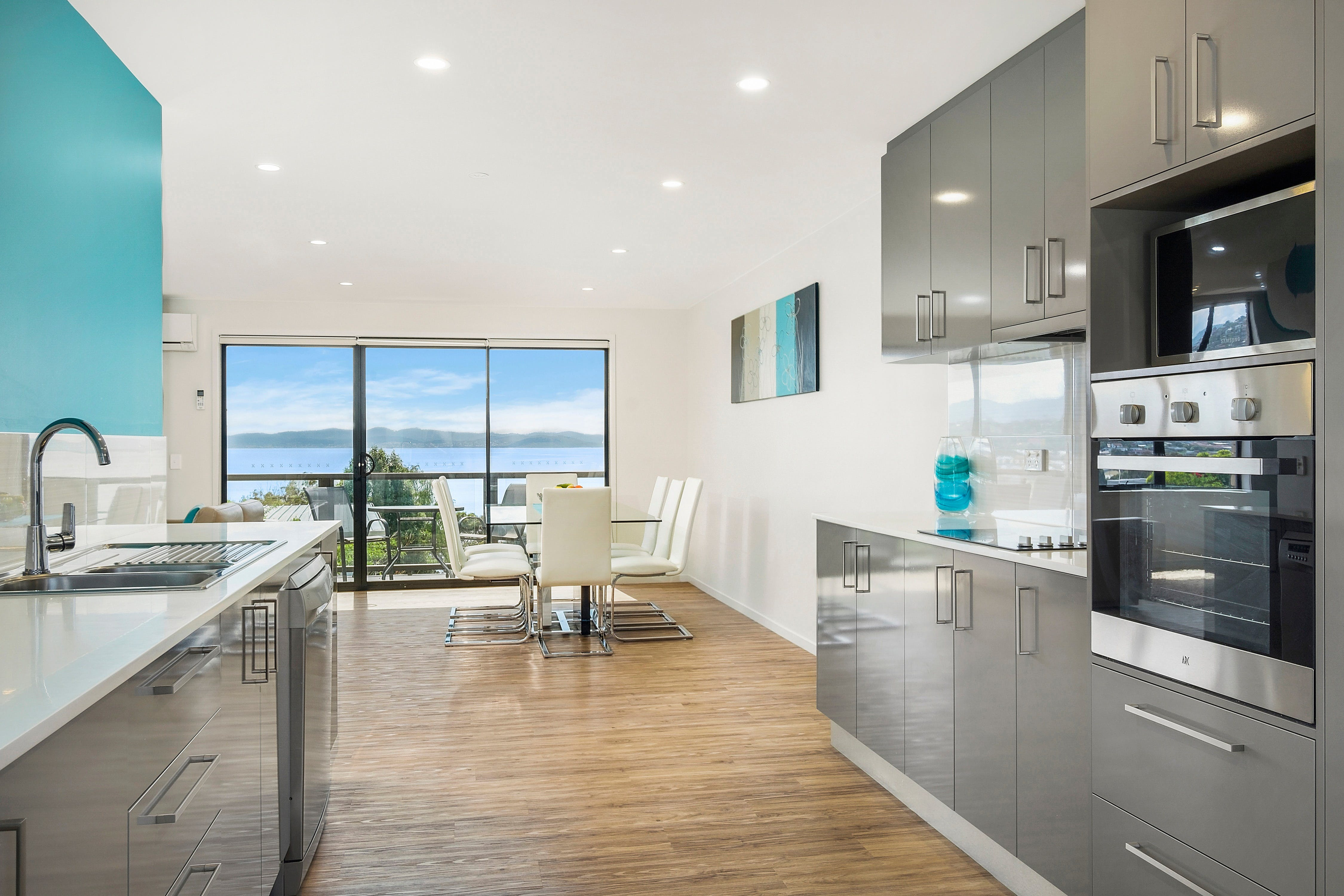 Beach View Apartment - Surfers Gold Coast