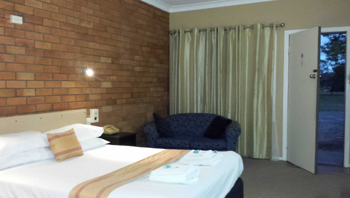 AA Hilldrop Motor Inn - Surfers Gold Coast