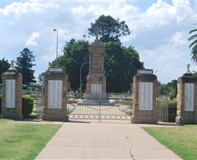 Warwick War Memorial and Gates - Surfers Gold Coast