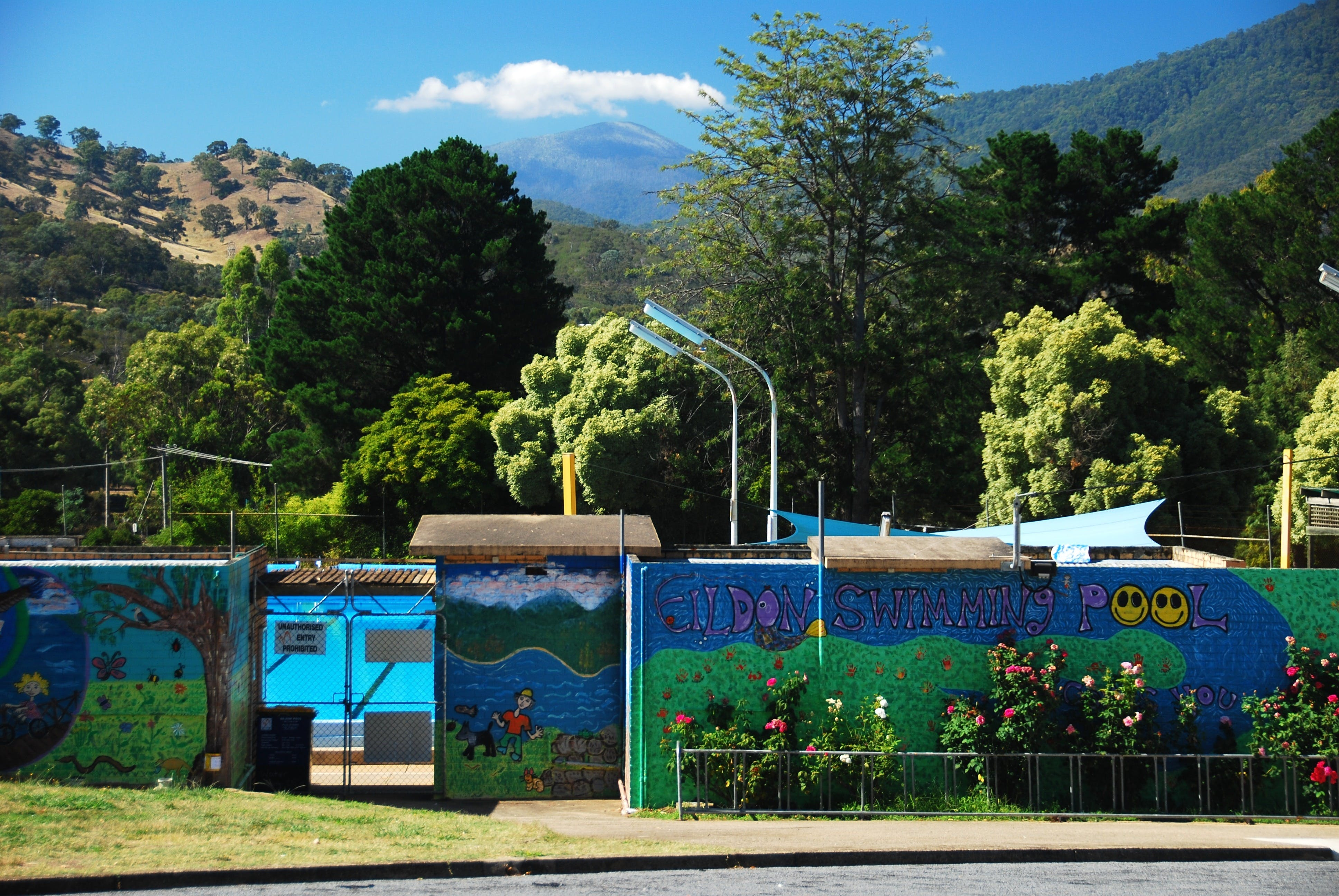 Eildon Outdoor Swimming Pool - Surfers Gold Coast