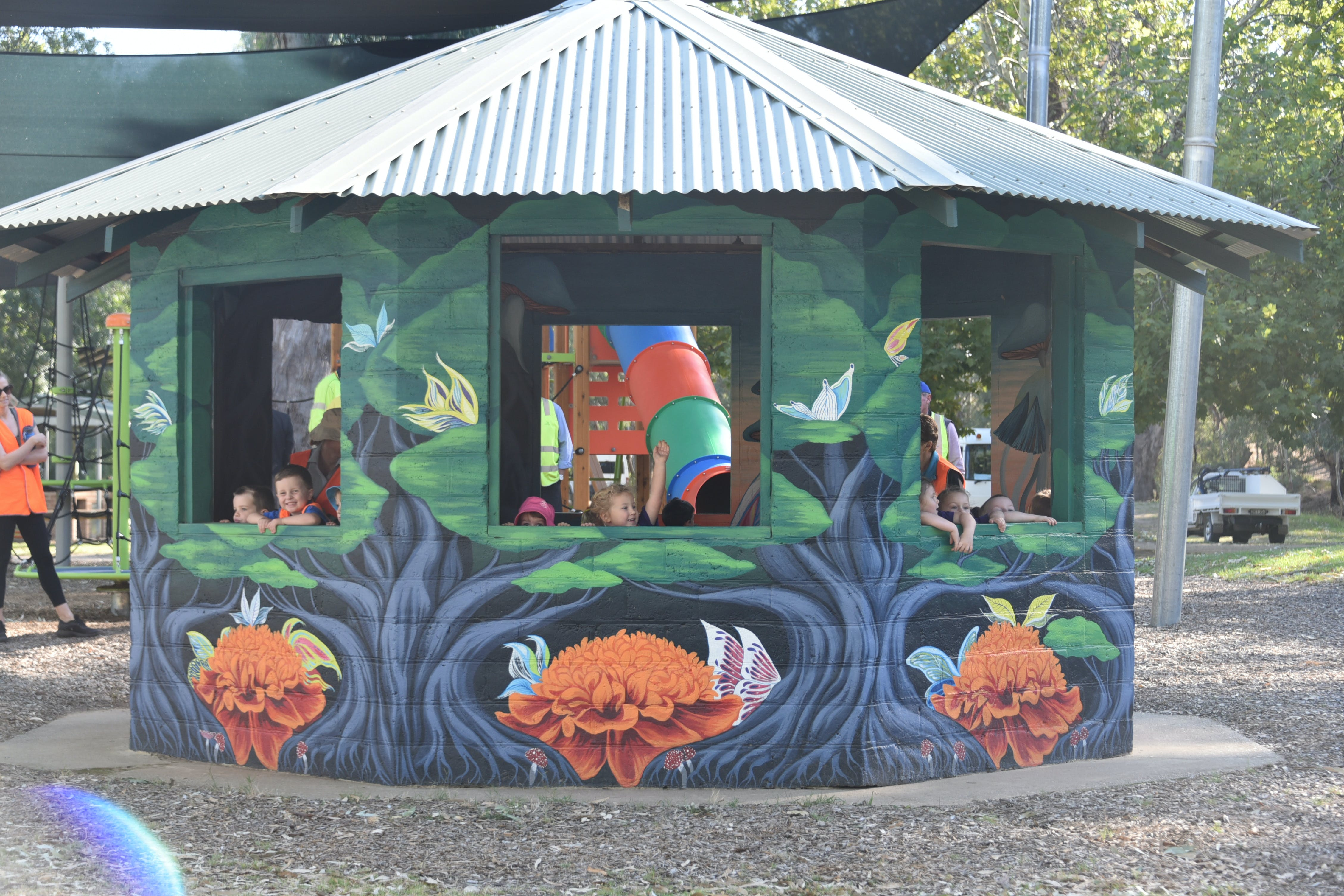 Howlong's Enchanted Hut - Surfers Gold Coast
