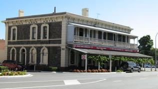 Royal Arms Hotel - Surfers Gold Coast