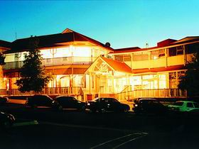 Loxton Community Hotel Motel - Surfers Gold Coast