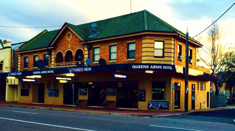 Queens Arms Hotel - Surfers Gold Coast