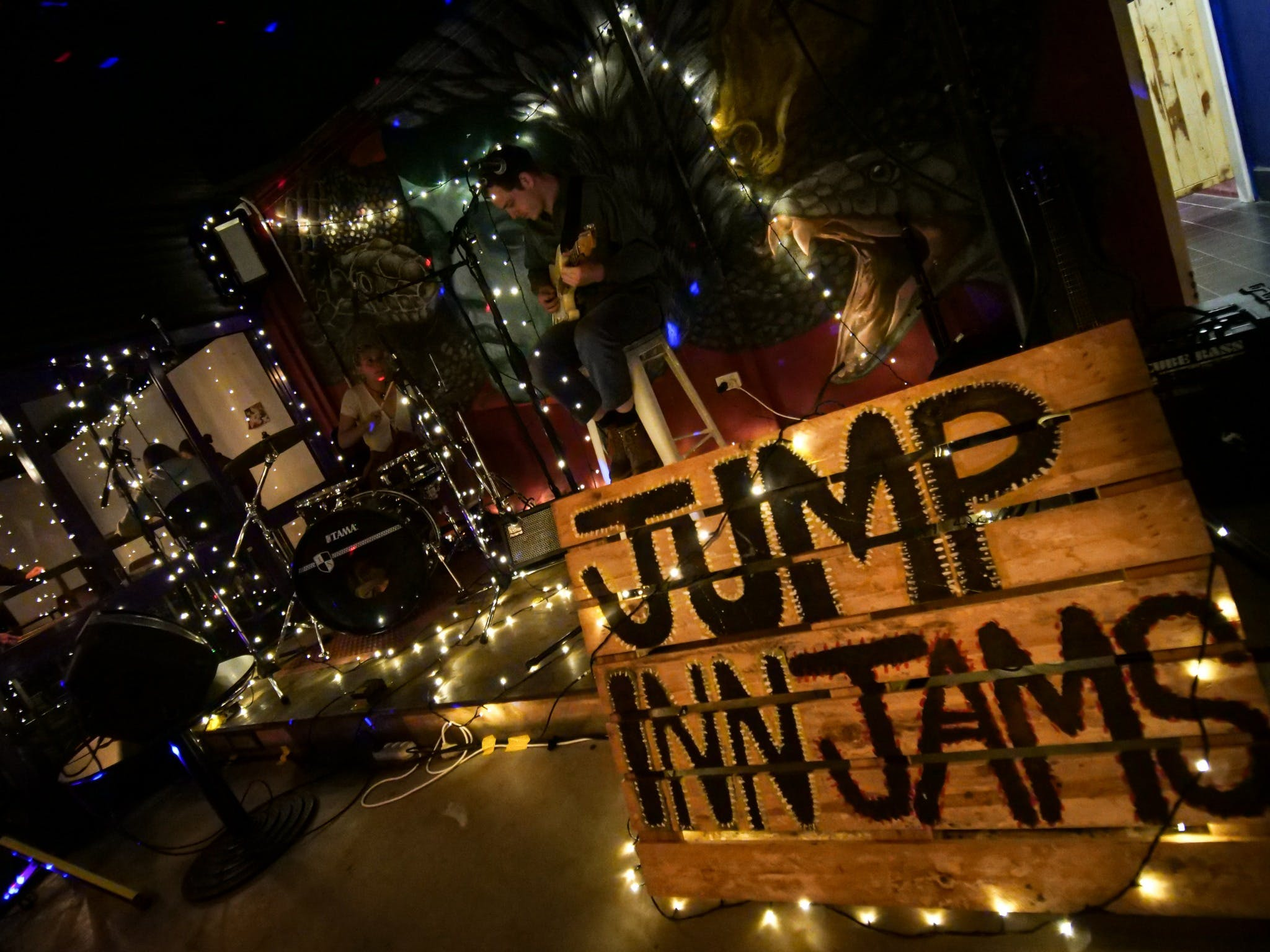Jump Inn Jam Sessions - Surfers Gold Coast