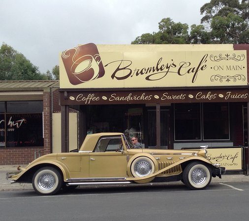 Bromley's On Main - Surfers Gold Coast