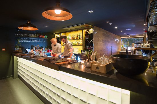 The Oakroom Kitchen and Bar - Surfers Gold Coast