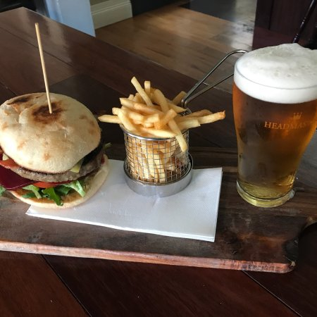 The White Hart Hotel - Surfers Gold Coast