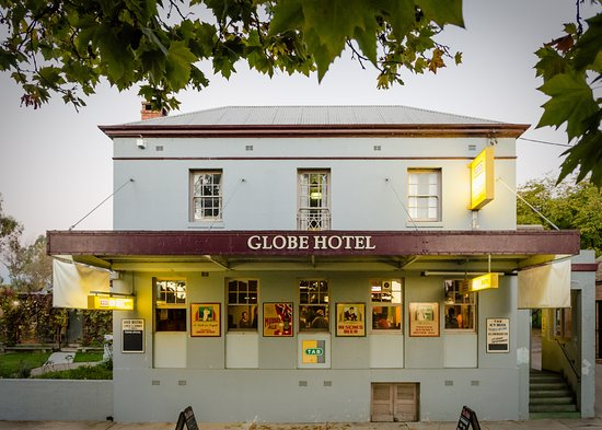 The Globe Hotel Restaurant - Surfers Gold Coast