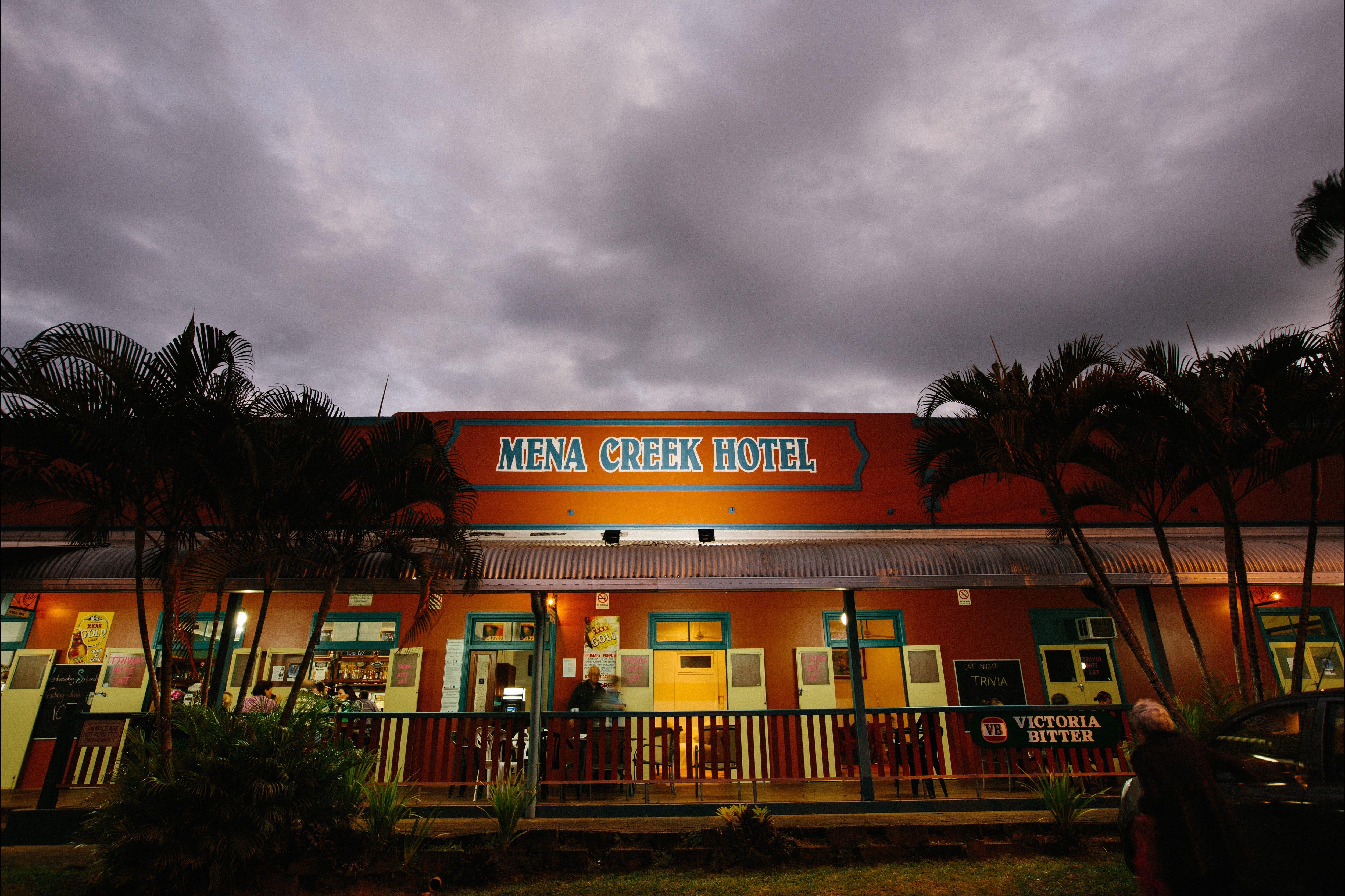 Mena Creek Hotel - Surfers Gold Coast