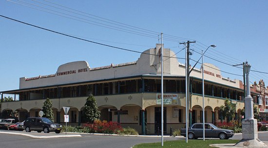 Commercial Hotel - Surfers Gold Coast