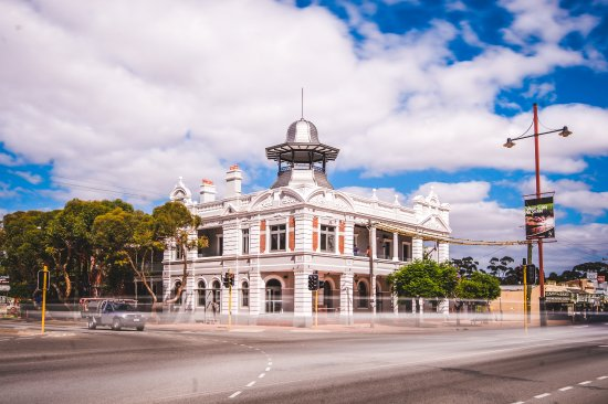 The Guildford Hotel - Surfers Gold Coast