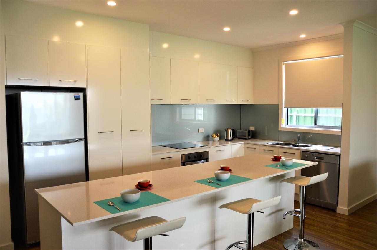 Eastern Breeze - Surfers Paradise Gold Coast