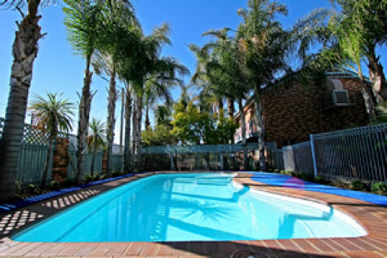 Cattlemans Country Motor Inn  Serviced Apartments - Surfers Gold Coast