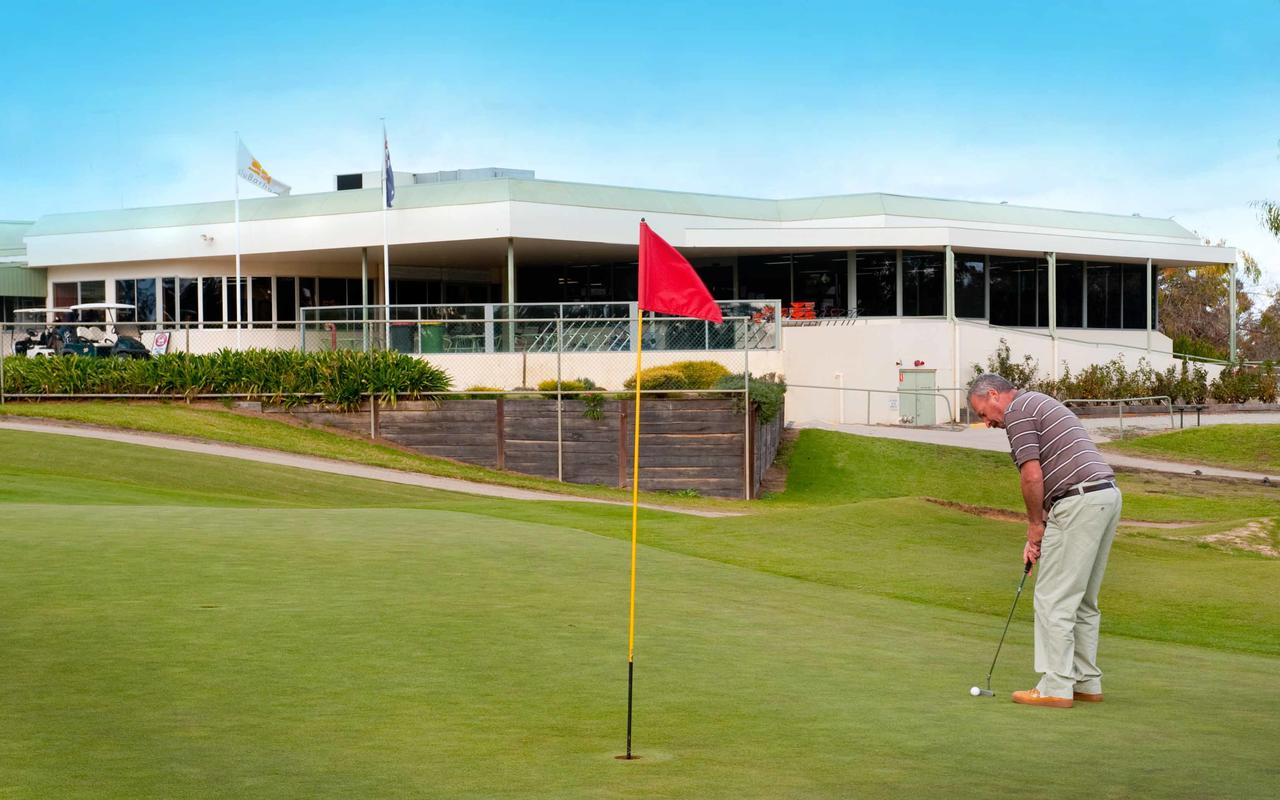 cluBarham Golf Resort - Surfers Gold Coast